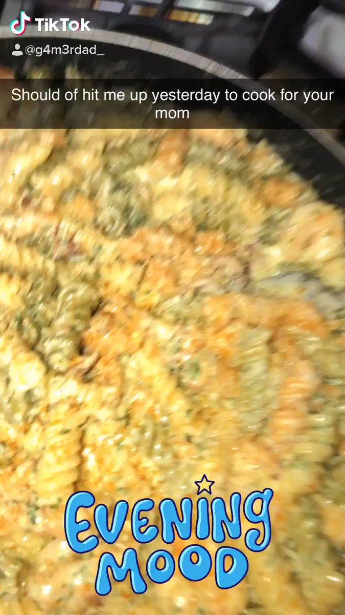 Cooking for all moms! #cook #mom #memorialdayweekend2020 #BREAK_THE_SILENCEpic.twitter.com/Q6RKXr9hyR