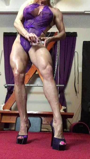 Shot a hot custom video for a member! Here is a little teaser for you! Love the way my sexy muscles look