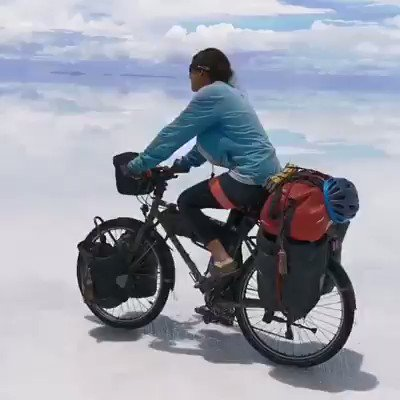 Salar de Uyuni Bolivia, World's largest Salt Flat land Where the earth and sky seem to merge !!  Nature at its best!!  Just how amazing nature is..You feel that you are in the sky or in the heaven..Don't miss to view it.. #NaturePhotography #naturevideos https://t.co/uypENndv8M