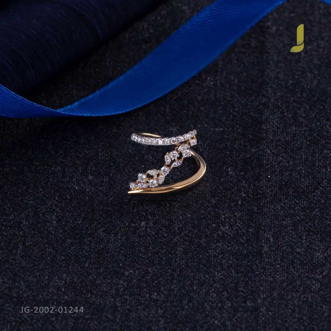 Uniqueness and well-crafted diamond rings... . #Shop on https://www.jewelegance.com/jewellery/category/real-diamond-19… . #myjewelegance #jewelegance #rings #diamondring #diamondcollection pic.twitter.com/warotFvR3H
