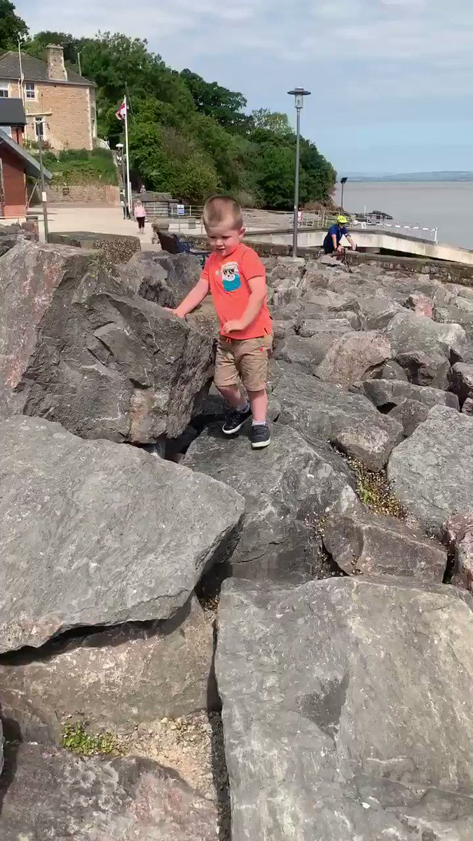Couldn't help love watching the little man solve this one for himself #physicalcorner #physicaleducation pic.twitter.com/4GRUGk5qWn