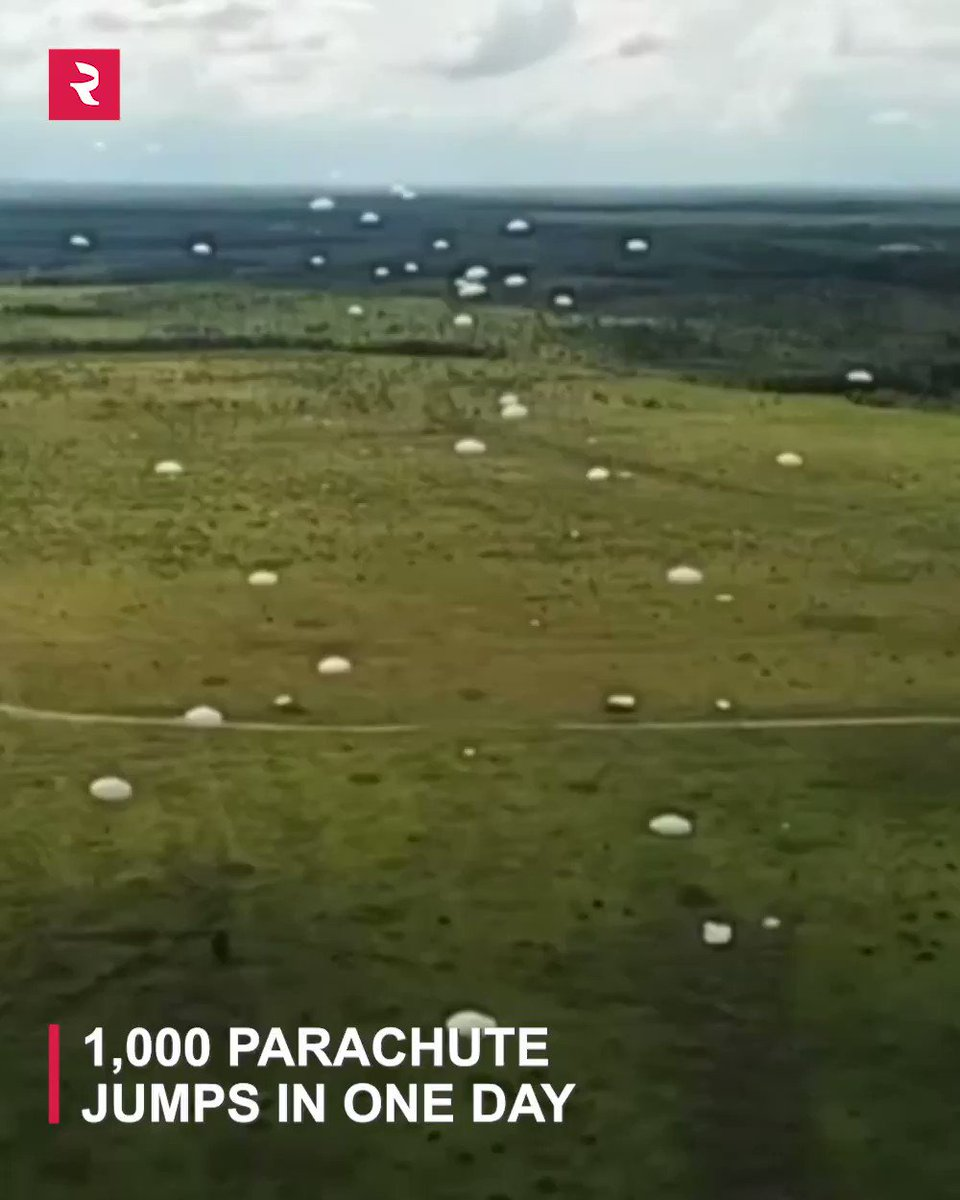If you're afraid of heights this might not be the most fun activity for you, but if you're a thrill seeker consider joining the #Russian paratroopers!pic.twitter.com/c9Sq5OuZSN
