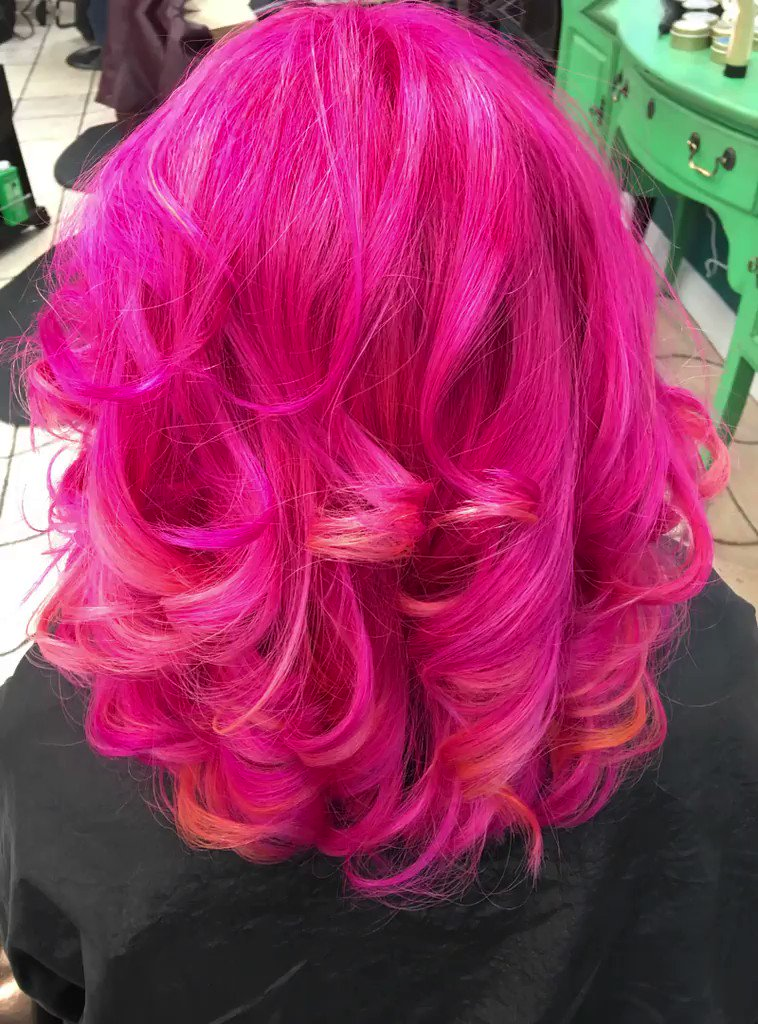 Does your #haircolor need refreshed post-lockdown? Our stylists are ready and waiting to help! By appointment only - call 865-691-5561 or Book Online at https://bit.ly/2VdJEGS pic.twitter.com/mTpWSKMptv