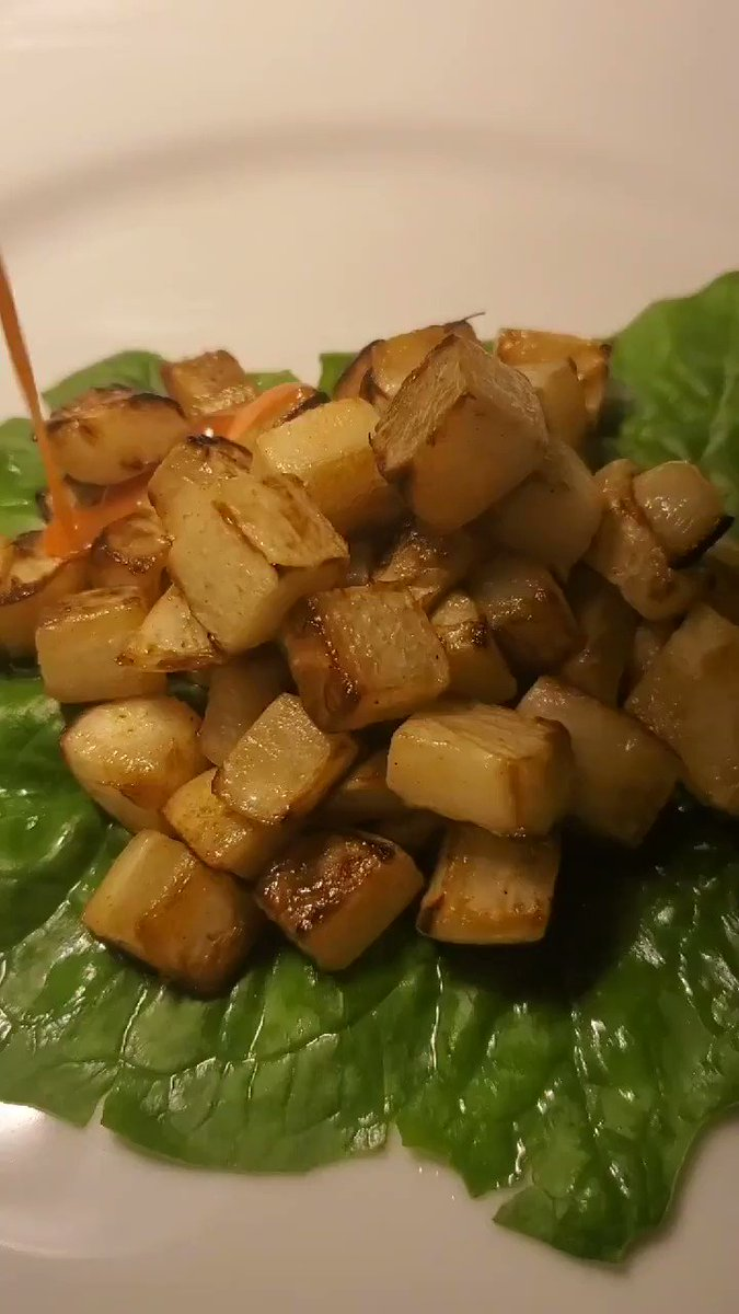 Drizzing caramelized turnips with Sriracha-maple sauce! #food #eating #cooking pic.twitter.com/JchWNsOici