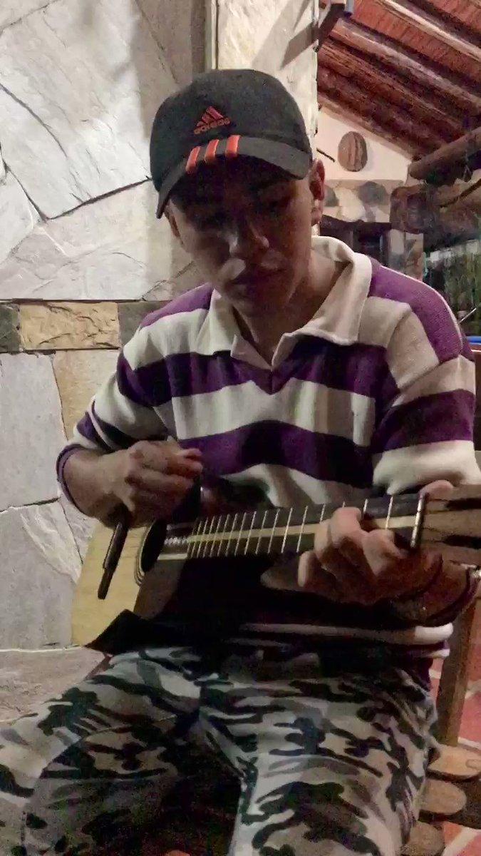 Apoyando el #talentonacional Leo Bustamante canta compone y le da alegría a su pueblo #canagua #merida #canta #pueblos #venezuela #musica #Musicapic.twitter.com/aNrw9lwaks
