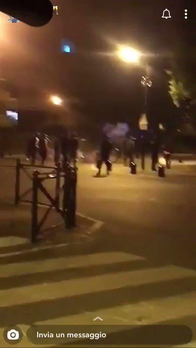 #Émeutes à #Montigny-lès-Cormeilles (95) suite à la mort d'un jeune qui faisait un #rodéo sur une mini moto et qui a été percuté par un train. La police ne le suivait pas, il s'est tué tout seul mais là encore c'est juste une bonne occasion pour s'en prendre à la police