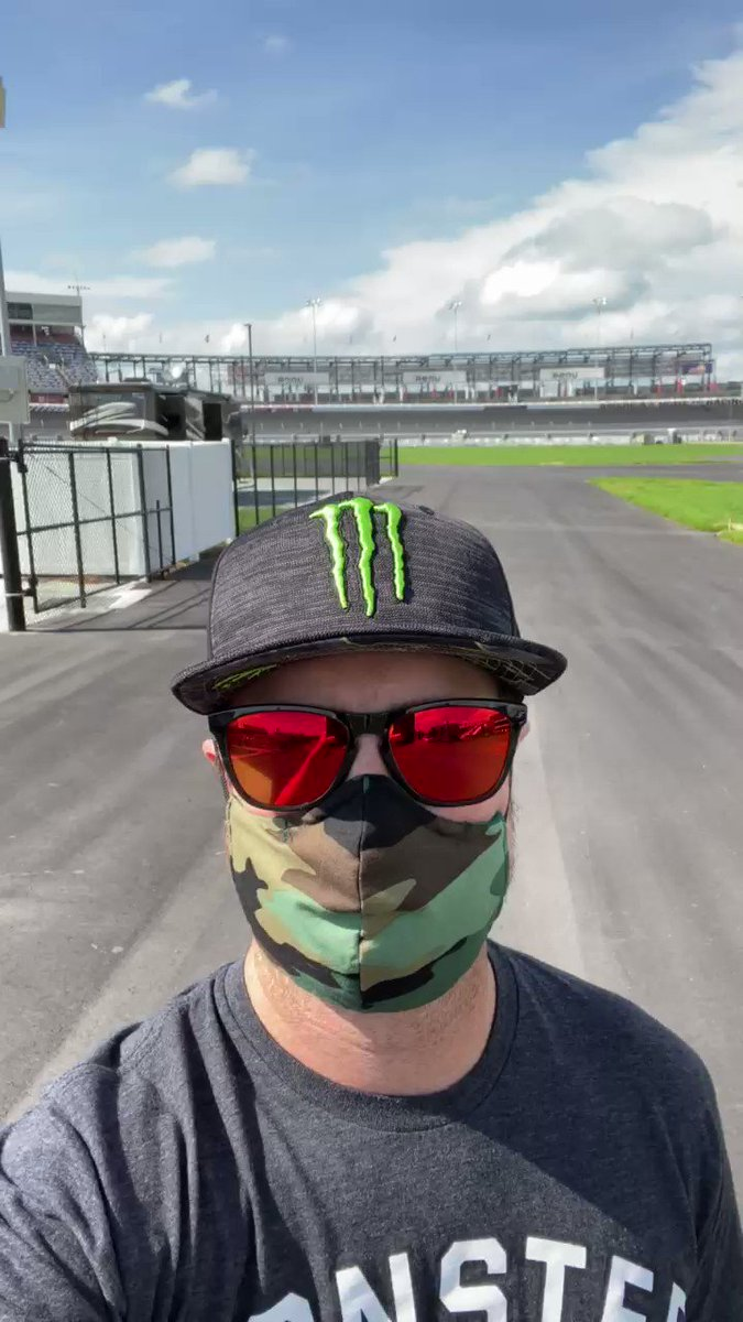 We're racing tonight! Get the @MonsterEnergy ready. Giving away my @oakley sunglasses as well, details tomorrow. https://t.co/LGSQLFilWk