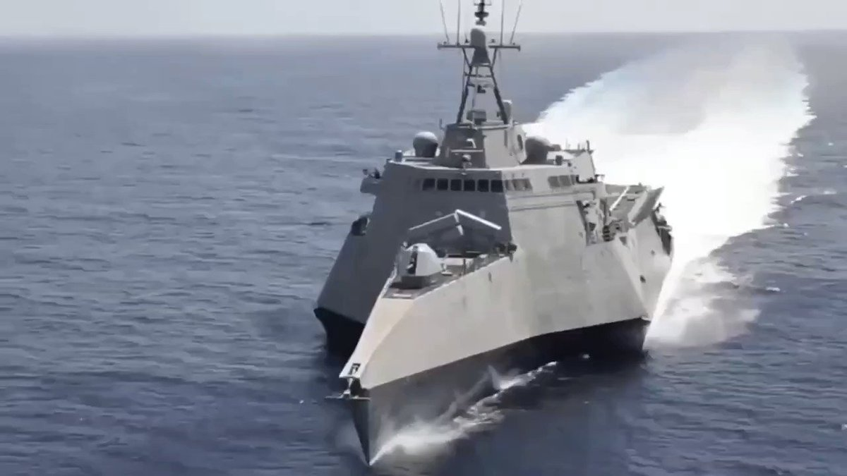 #Military Technology USS Giffords Littoral Combat Ship  Continue cruising in the South China Sea #China #USA pic.twitter.com/7IUkz1KZKy