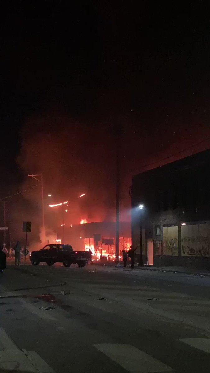 A stiff breeze has come up, blowing embers from this liquor store fire (it was looted first) onto other buildings in the area of this riot in Minneapolis. #GeorgeFloyd https://t.co/87TFKTs8Kt