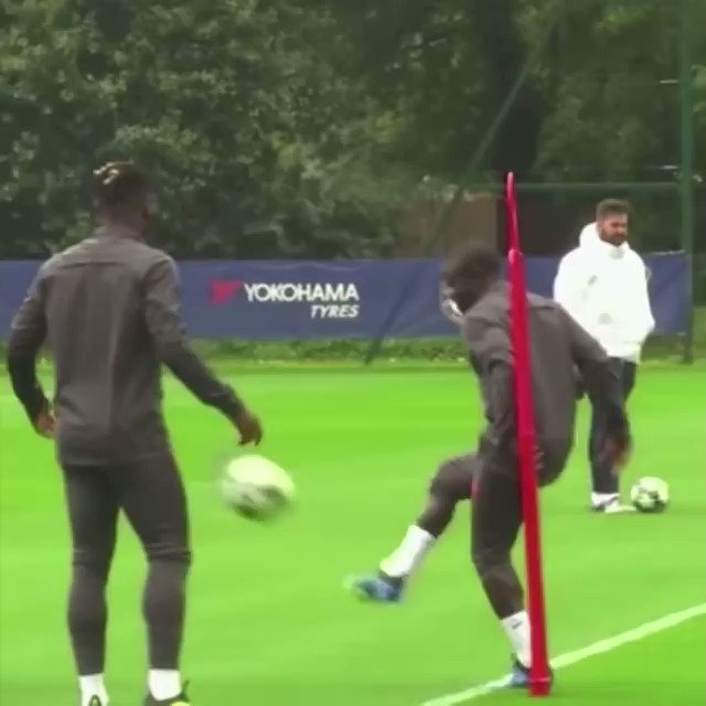 Chelsea F.C. - fun cone race  #Chelsea #fun #race #football #soccer #Training #coachpic.twitter.com/iW0gXIWXqK