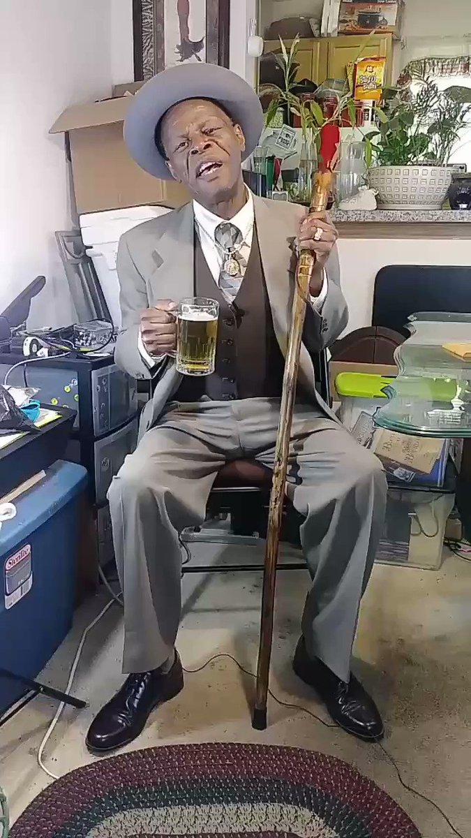 Minnie The Moocher (episode 16)  CashApp: $2bucks4beer  #LuciousConway #JesseBSemple #webseries #onemanshow #standupcomedy #oldscool #oldschoolcool #oldschoolstyle #barbers #blackbarbers #barbershop #IceCubepic.twitter.com/o7ywNd4awE