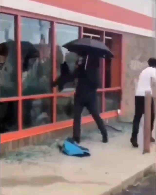 """Yep. People jn Minnesota said """"rioters""""/ """"agent provacteurs"""" were coming from neighboring, predominantly white states.  And look at this white guy that only broke the windows at an auto zone. Hum. #gentrification pic.twitter.com/az9Wq93YIc"""
