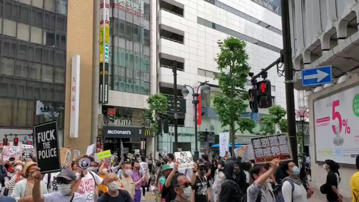 Not sure why, but people out on the streets of Tokyo protesting against police brutality.   #Japan #Tokyopic.twitter.com/2IZmSAQoAm