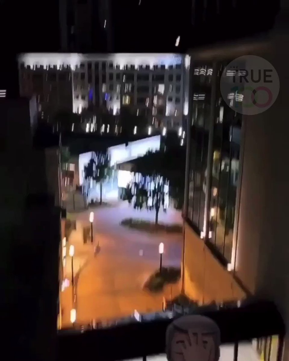 #Looters in #Atlanta were chased by cops out of the #Dior store while other looters broke into #Gucci. Another group was seen stealing watches from #icebox. Meanwhile in #Dallas, looters  broke into #SneakerPolitics and one looter in #Oakland broke into a car dealership. pic.twitter.com/1dYtdZSlPB