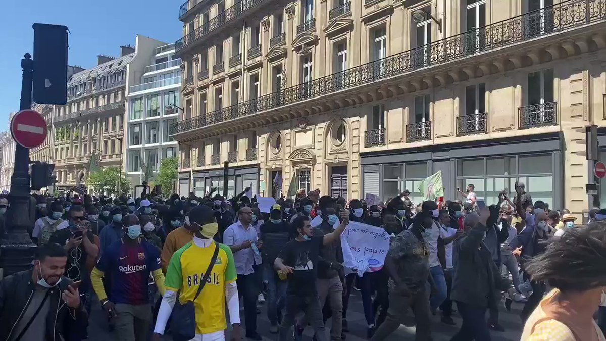 Illegal migrants protest to ask for their regularisation in #Paris (France) today.  pic.twitter.com/TMLH5IAQi8