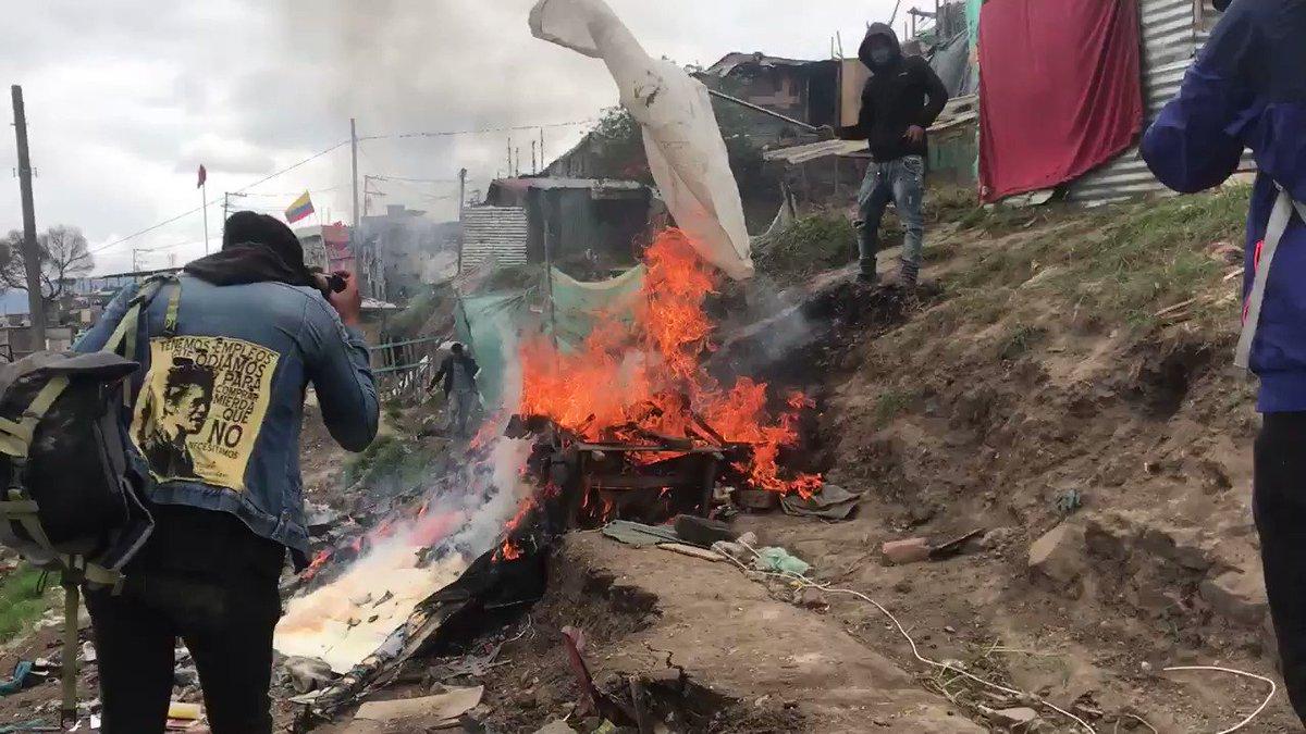 """""""¿Cuál paz?, déjenos vivir en paz"""", uno de los pedidos de los habitantes de Altos de la Estancia #Bogotá #AltosDeLaEstancia #CiudadBolívar #CuarentenaNacional #29M #COVID19 #Covid19Colombiapic.twitter.com/oOih3XNJGD – at CERES de Potosí"""