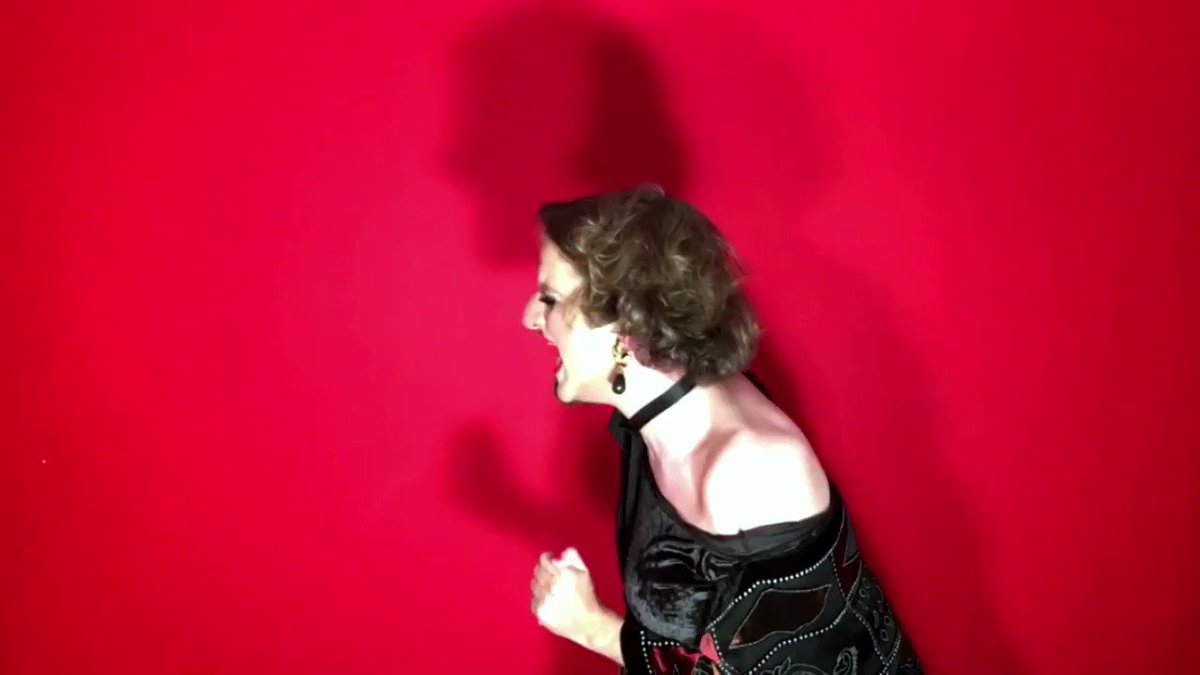 These are desperate times Mrs. Lovett, and desperate measures must be taken !! Sondheim in quarantine  #SweeneyTodd #Sondheim #PattiLuPone #socialdistance #Barcelona  I hope you enjoy it  (full song here) https://www.youtube.com/watch?v=X_sltMKBJhc…pic.twitter.com/DCoZNDjSAz