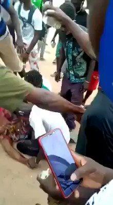 #Senegal : Des citoyens sont sortis manifester contre la pénurie deau à Cap Skiring, dans la région de Ziguinchor. Les forces de lordre et du désordre nont pas trouvé mieux que de tirer à balles réelles jusquà faire péter lœil de cette dame. Mon cœur saigne damertume...