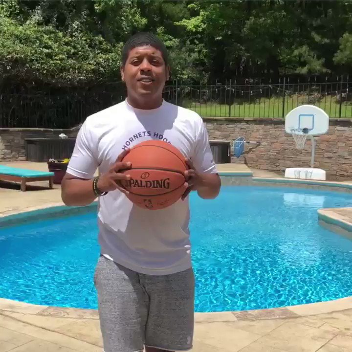 Watch your ankles! For the latest Hornets Hoops Drill, Ty Bogues breaks down Assistant Coach Nate Mitchell's crossover drills! 🏀 @LendingTree x #NBATogether https://t.co/wTzVj96a1i