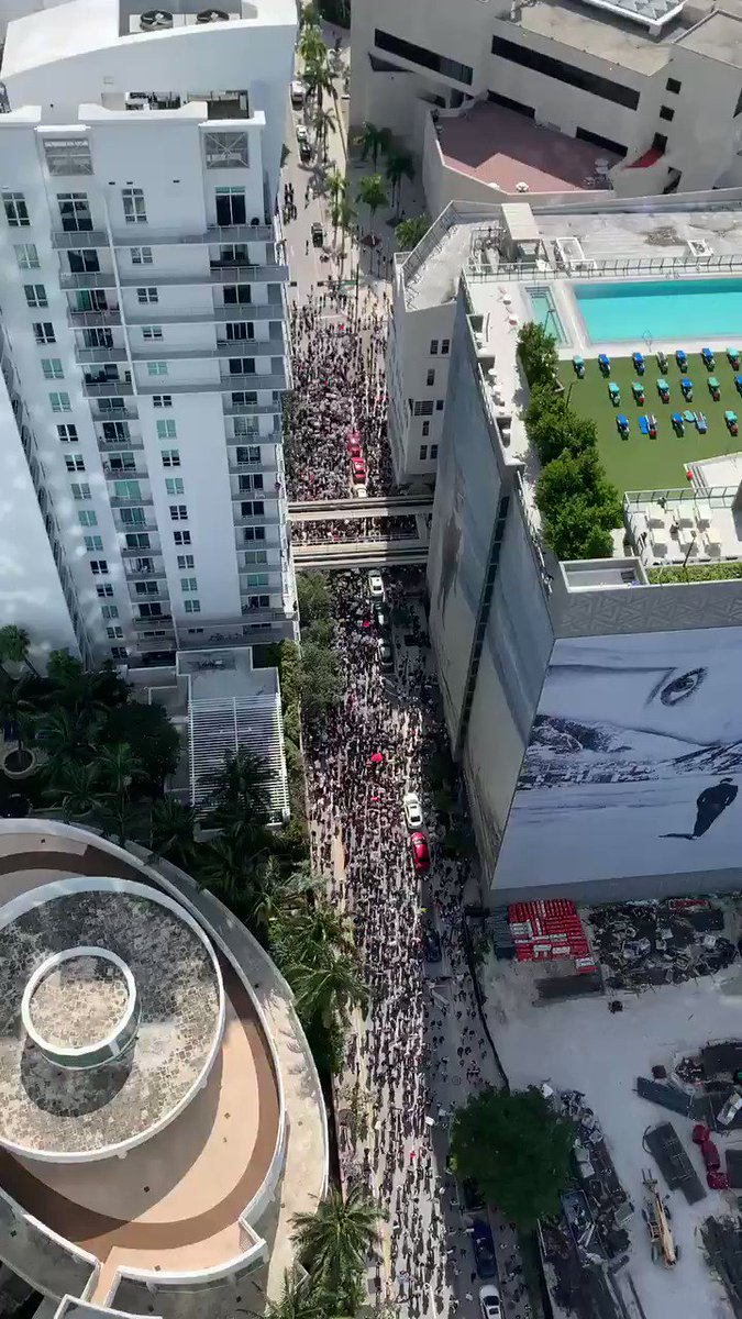 WATCH: MASSIVE CROWDS OF PROTESTERS IN #MIAMI #GeorgeFloydMurder #georgesfloydpic.twitter.com/zWExsAs9hS