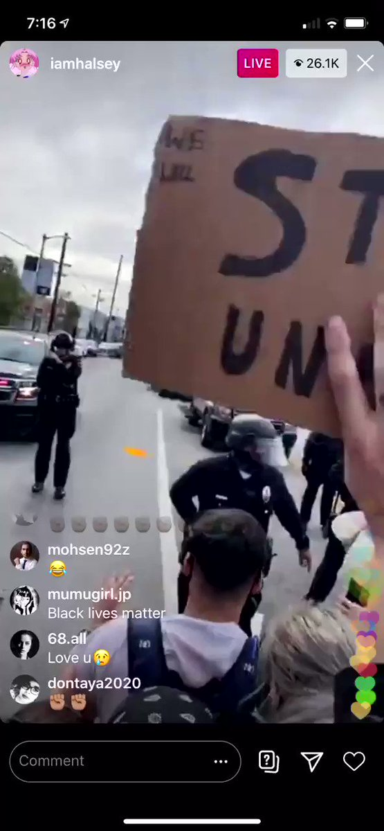 .@Halsey attends the #BlackLivesMatter protest in LA where policemen were shooting rubber bullets at protesters.   https://t.co/FMF2YLnyjv
