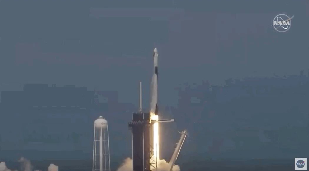 First crewed U.S. launch since 2011.  Breathtaking!  Credit: NASA/SpaceX pic.twitter.com/vio7bmRVFF