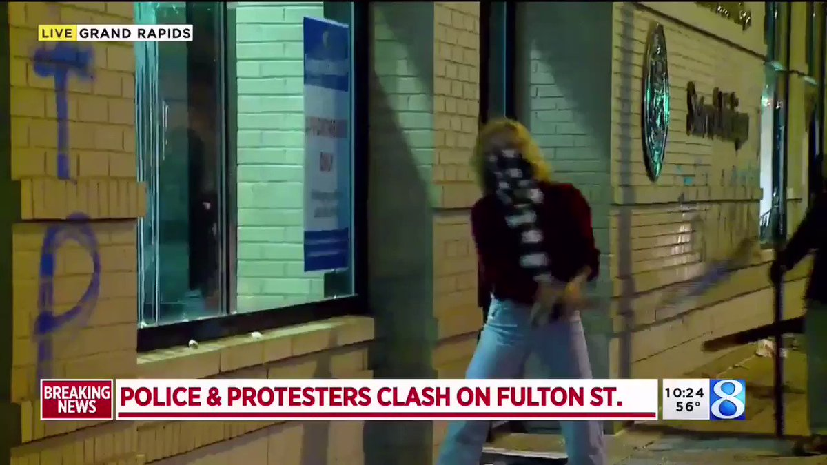 #BREAKING: Businesses in Grand Rapids, MI are now being damaged. What was once a peaceful protest has turned into a riot. pic.twitter.com/7UrM6dcOfv