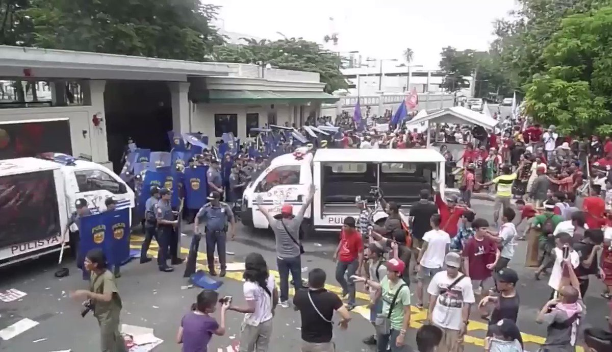TW: Violence   PNP. Protecting and serving. https://t.co/pYIlyA5uK0 https://t.co/FW5MfxQTBS