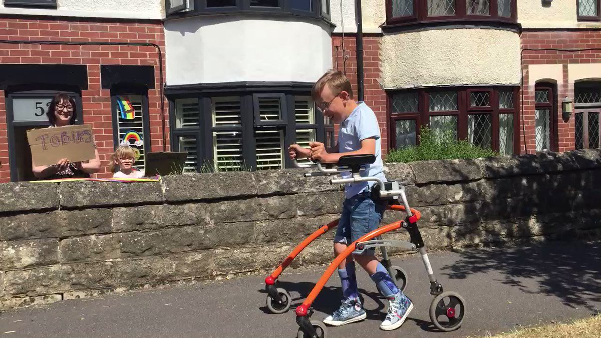 Some video as @CaptainTobias9 heads out on the final leg of his #marathon challenge - incredible local support from friends & neighbours ! @Paces_Sheffieldpic.twitter.com/XcTx73yVaF