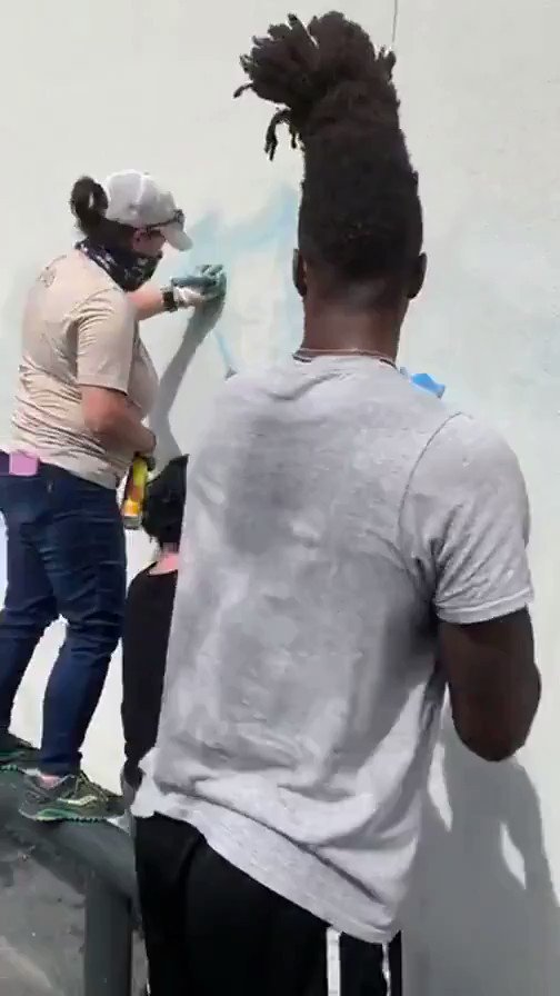 Lonnie Walker IV came out and supported clean up efforts following San Antonios protest. 👏 (🎥: IG/Buddah)