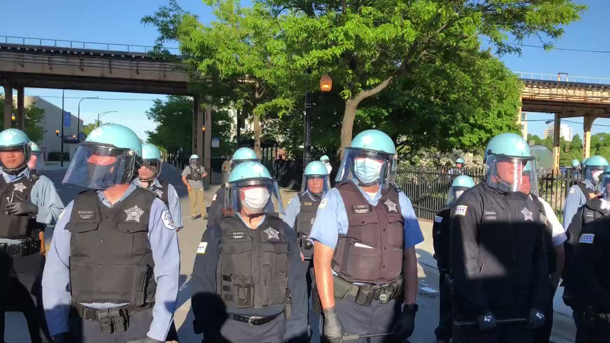 The National Guard stands behind police @wttw #news #ChicagoProtestspic.twitter.com/DaYEOpwls2