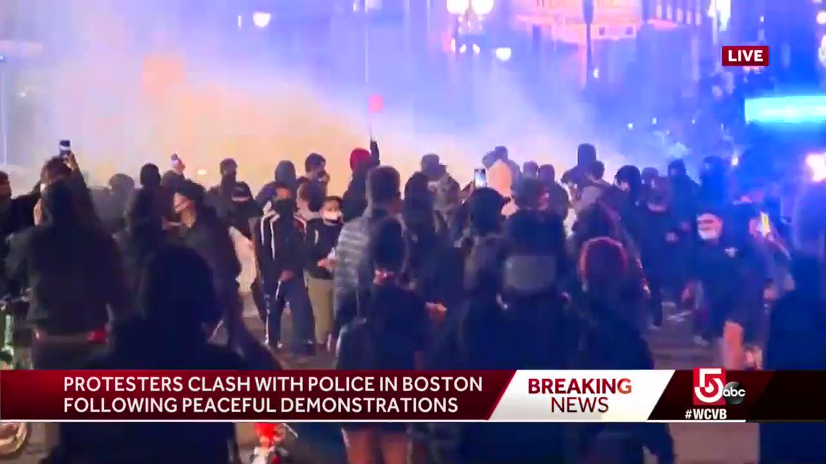 #BREAKING: WCVBs @petereliopoulos reports tear gas, fireworks shut off near Emerson College campus as #BostonProtests turn violent. on.wcvb.com/2MgAXHt