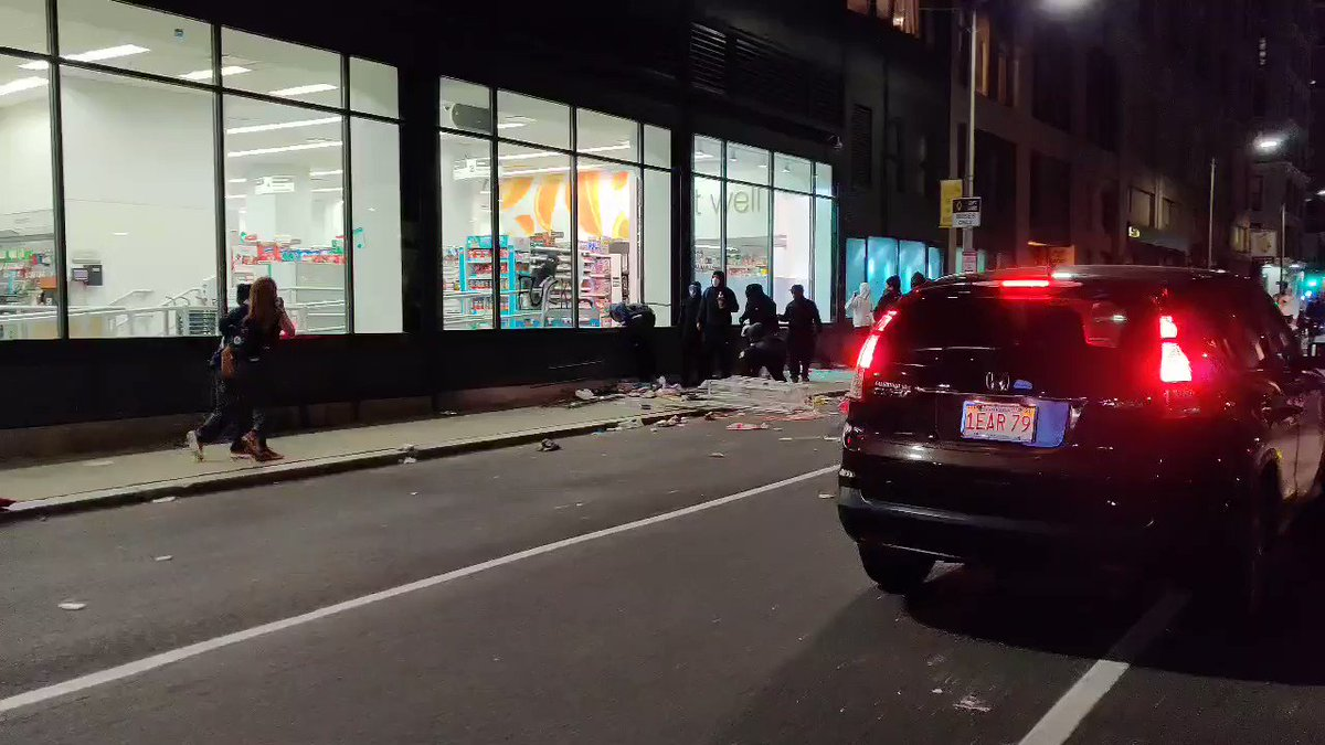 Some looting happening at a Walgreens at Winter and Essex @7News