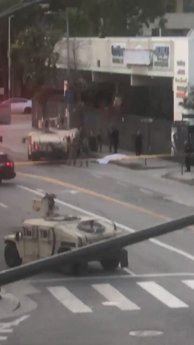 On Olympic in #DTLA. Someone got shot. #LosAngeles pic.twitter.com/bGakgGPdiD