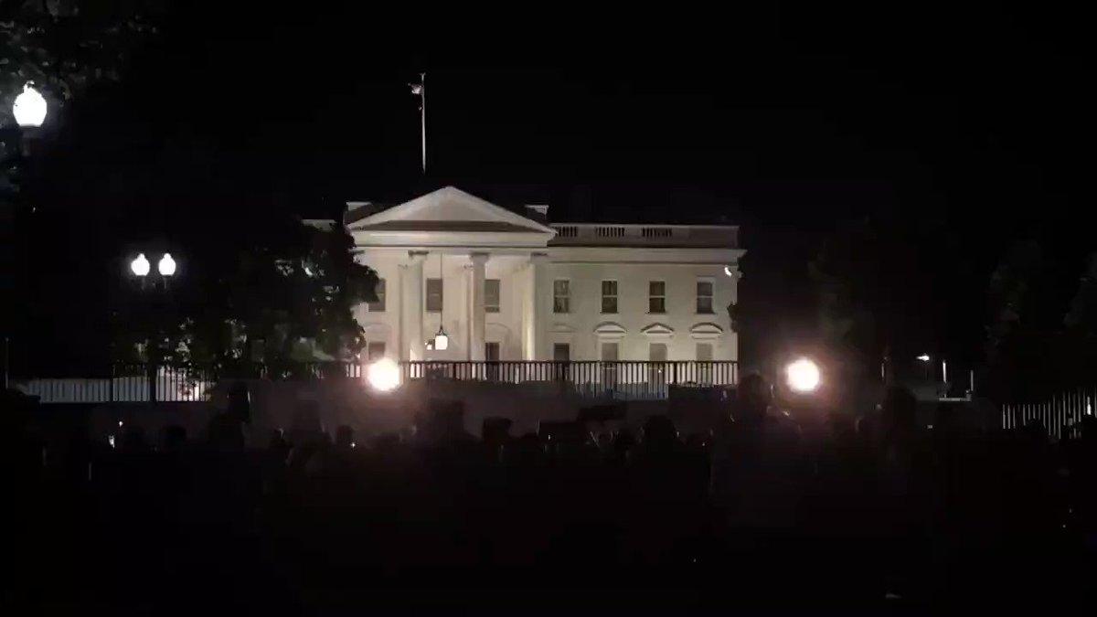 Momento exacto donde se apagaron las luces de la Casa Blanca, esto no había ocurrido desde 1889. #CasaBlanca #Anonymous