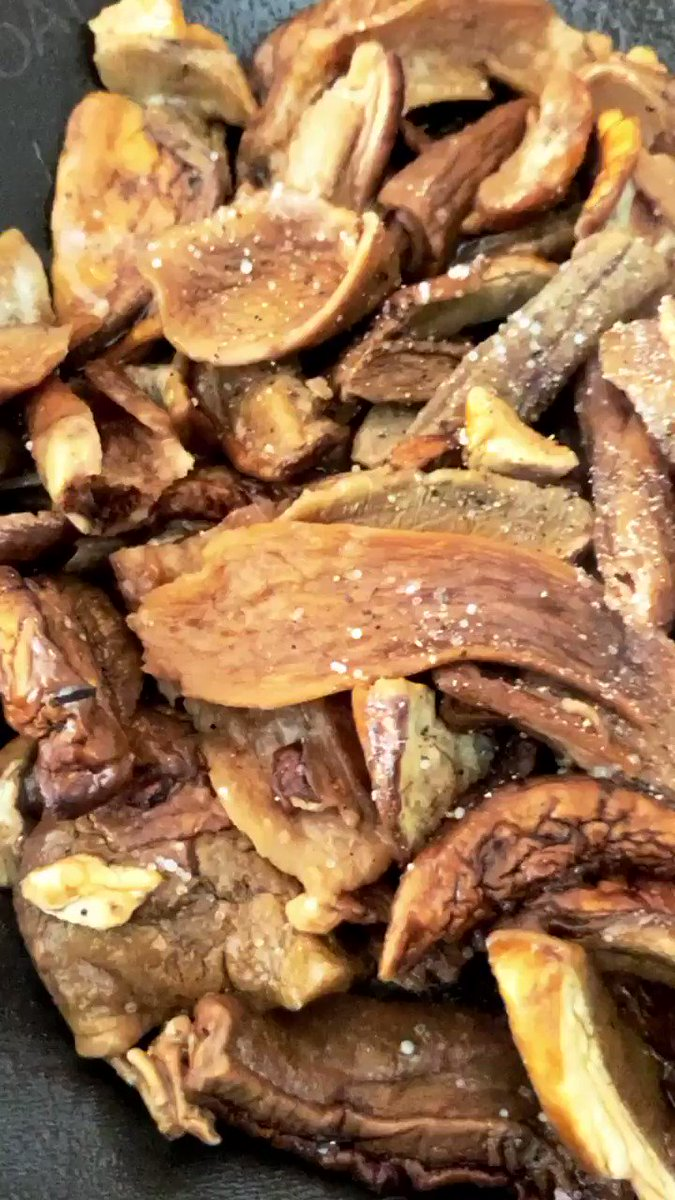 It's Porcini Mushroom Time #Cooking #Food #MeatFreeMonday  pic.twitter.com/S1A9N2gS6n