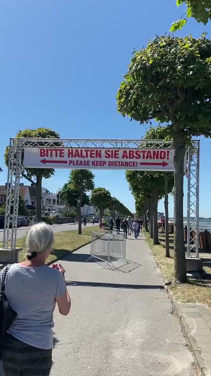 """Bitte halten Sie Abstand"" , ""Please keep distance"" - beaches in Germany are reopening for tourists while still practicing #SocialDistancing pic.twitter.com/8zKKuMIlvN"