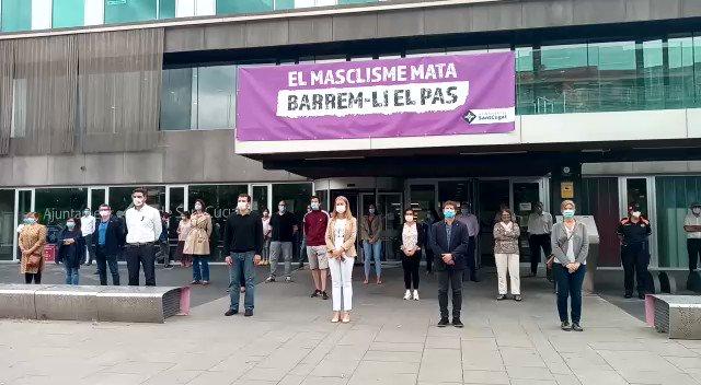 ♀️#SantCugat torna a rebutjar la violència masclista amb un minut de silenci en memòria de les dues dones assassinades a Esplugues i l'Escala.   #ElMasclismeMata   @mireiaingla @Nudenu @SolerPere  @ercsantcugat @Cugat_Psc @cupsantcugat @juntsxstc @Cs_Santcugat