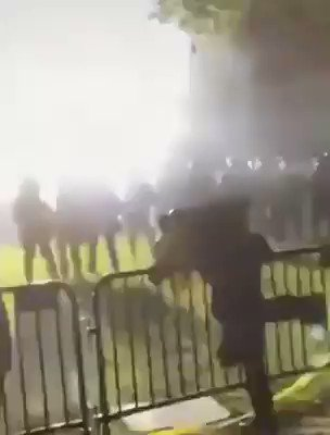 """Rioters outside #WhiteHouse. Man says in Mandarin Chinese, """"Go, go, hurry up, leave quickly!"""" @realDonaldTrump @SecPompeoinvestigate, you need to investigate what kind of a role #CCP is playing in this when #US and world want to hold CCP responsible for #CCPVirus #pandemic. pic.twitter.com/C9rm9lEatF"""