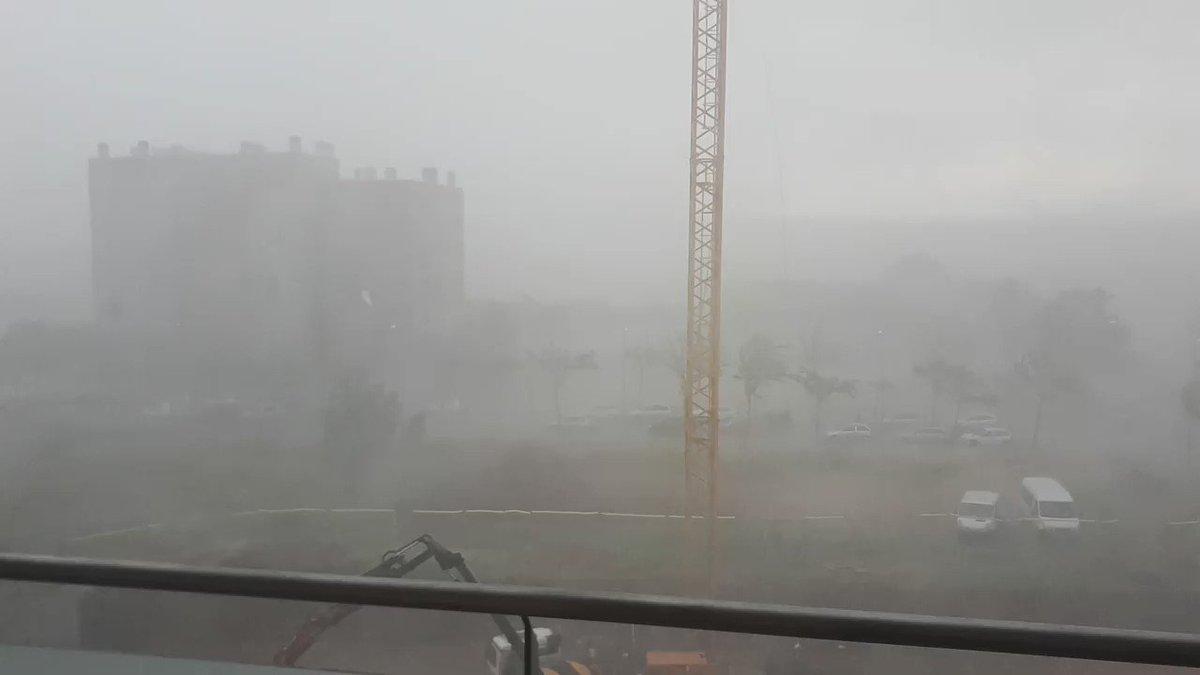 Brutal com plou a Girona ara mateix @marcredondo @jacobpetrus_tve @TomasMolinaB @AlfredRPico