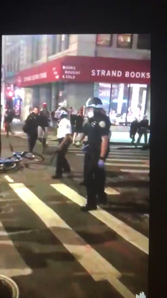 This video/tweet is a LIE This video does *not* include what happened right before he pulled his gun out A savage thug pulled out a brick & struck his supervisor in the back of the head He pulled his gun out to clear out the area Heres the full video: twitter.com/jangelooff/sta…