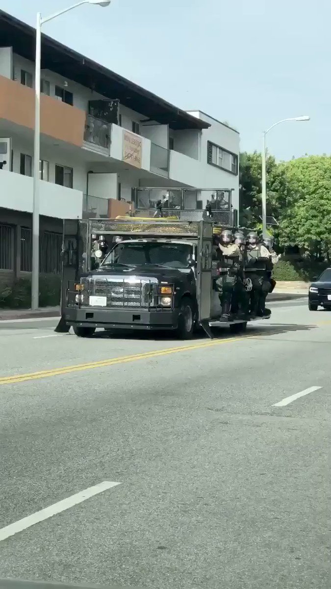LAPD Riot Squad Cops deploying in force across #Hollywood getting ready to enforce the 6PM curfew & break up #GeorgeFloyd protests:pic.twitter.com/tcfFBL8Ua8