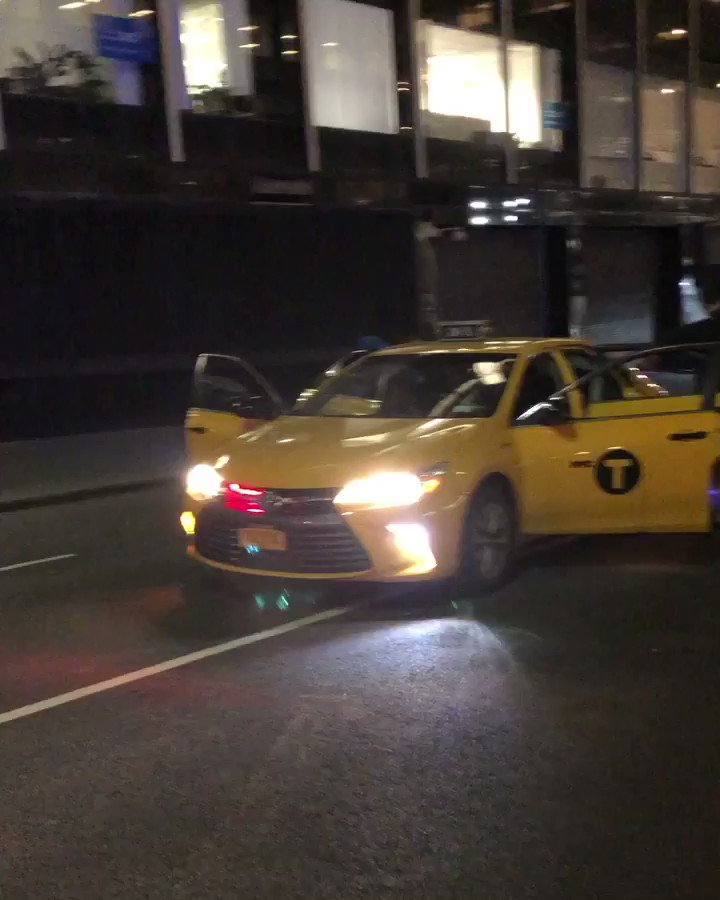 NEW YORK BE CAREFUL THEYRE PRETENDING TO BE TAXI CABS