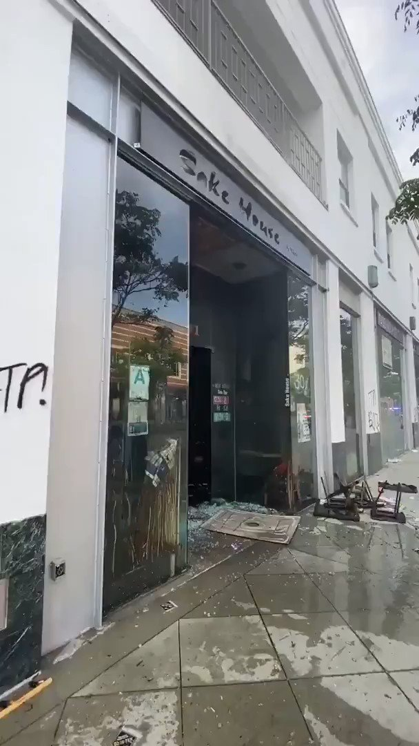 This is what's left of Sake House in #SantaMonica  #protests2020 #riots2020 #GeorgeFloyd #pandemic pic.twitter.com/AjtrDau1y2