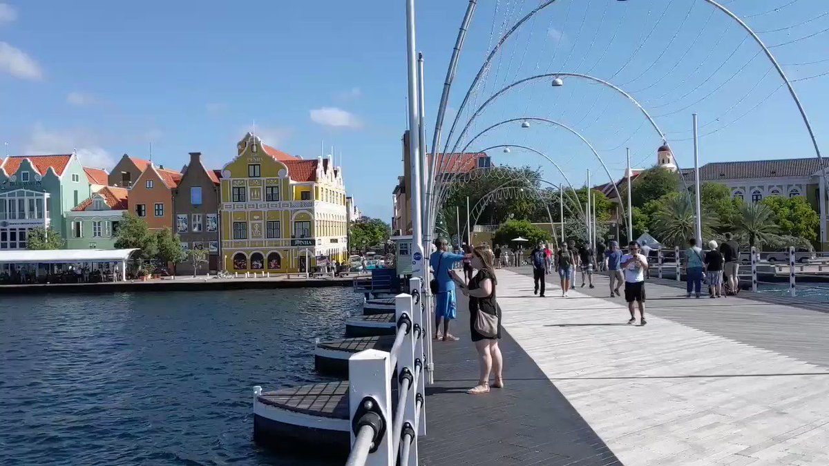 Yesterday, I shared a video of the Queen Emma #bridge in #Willemstad, #Curaçao, swing open from a land perspective.  How about this 4X-speeded up video of the floating bridge opening up from my perspective ON the bridge, to let a sailboat out of the Bay? Enjoy this amazing sight! pic.twitter.com/XKt0hwvYws