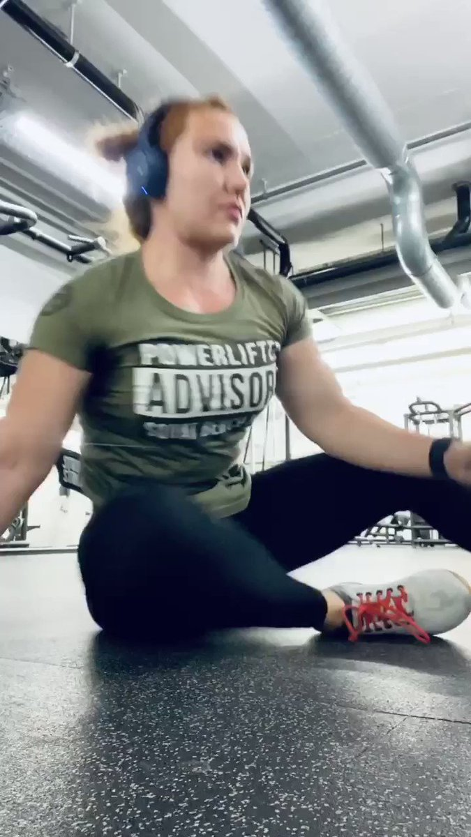Cable hammer seated #biceps #powerlifting #strengthTraining #curlspic.twitter.com/Vslrwb20Pj