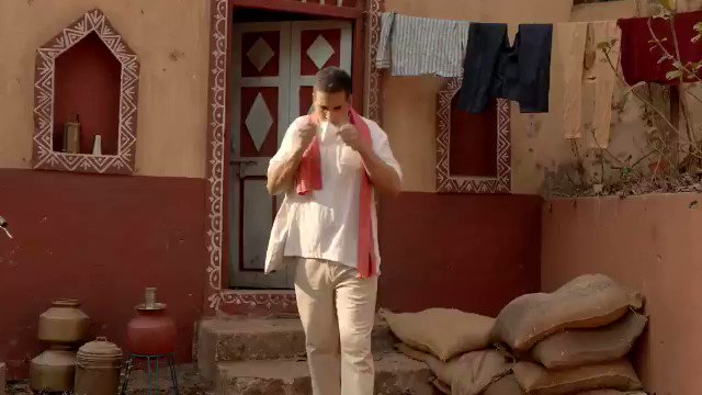Here is an informative video featuring Shri @akshaykumar, about the precautions we need to take as India gets back to work, post the #lockdown. Follow all safety protocols and hygienic practices to keep yourself and the ones around you safe, as #IndiaFightsCorona.pic.twitter.com/nkW9wL8kKJ