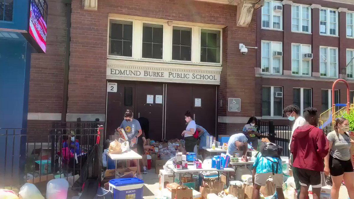 We out here Chicago: FREE FOOD at Edmund Burke Elementary, E 54th and S King Dr. Shout out: @trinattrill, @GoGoGadgetHoe, @RicWilson, @eveewing, @MattMuse12, @DJCaShEra & many others ...