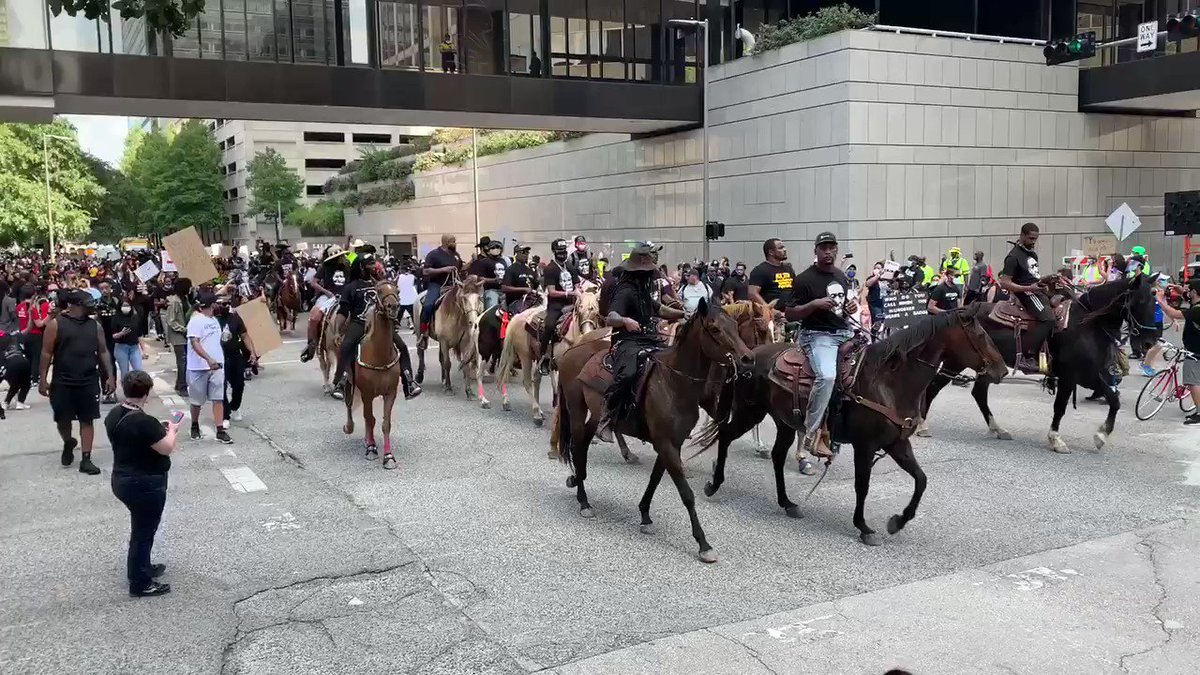 The NONSTOP RIDERS   Clipperty clopping At Protest March in Downtown Houston #BlackLivesMatter #Houston #Texas #USA #NonstopRiders pic.twitter.com/7eUU9iDm7c