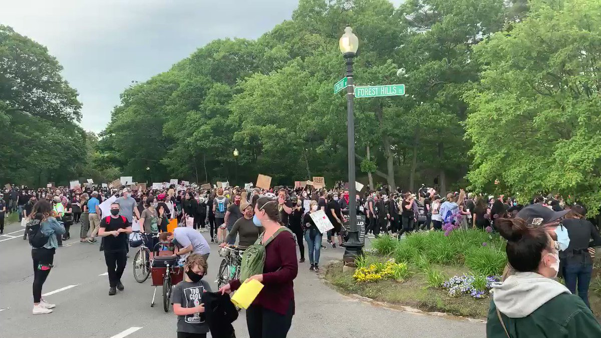 A scene from the #BostonProtest earlier today at Franklin Park. Peaceful, diverse, solemn, inspiring crowd of 10,000+. Thank you to the organizers for bringing people together to say #BlackLivesMatter. #mapoli https://t.co/W77EpQTCAJ